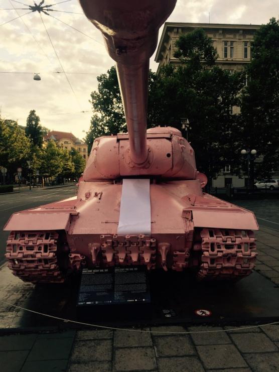 Růžový tank v Brně s