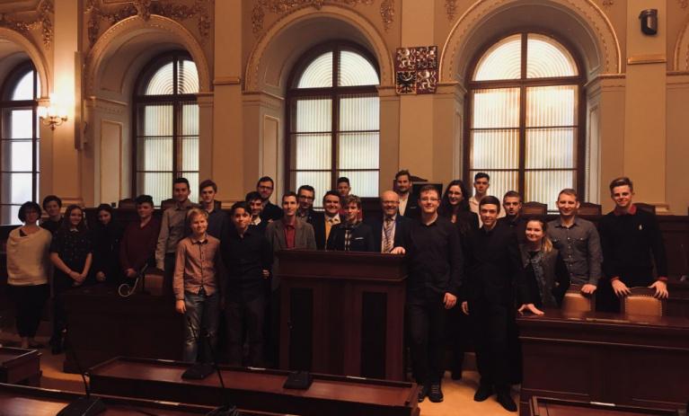TOP tým navštívil Sněmovnu