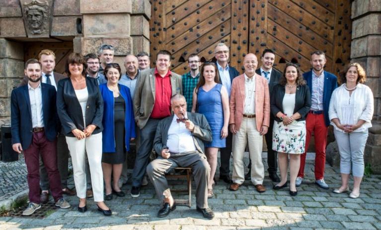Bilance voleb. Jakob potřetí starostou Roztok, úspěch Švendy v Příbrami a přes 72 % pro Czernina v Dymokurech.