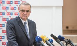 Miroslav Kalousek se vzdal mandátu poslance. Jeho místo zaujme starosta Roztok Jan Jakob