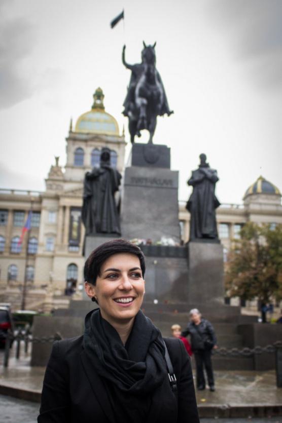 Markéta Pekarová Adamová u sochy sv. Václava