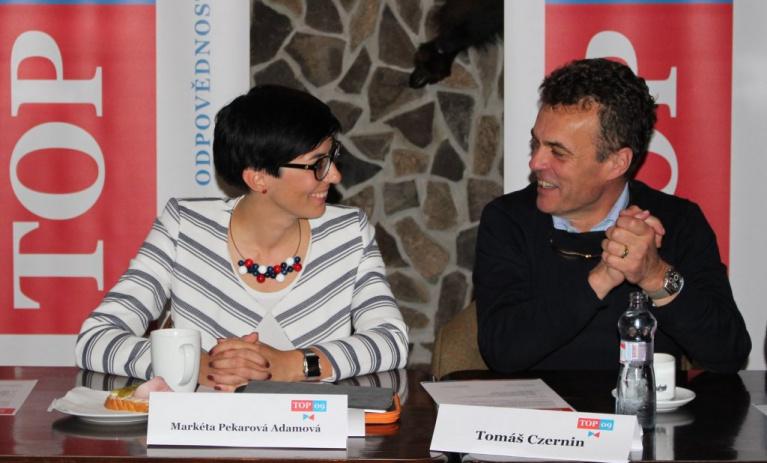 Kandidáti na předsedu TOP 09 debatovali pod Kunětickou horou