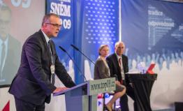 Kalousek: Vláda brání zájmy beneficienta svěřenského fondu, ne České republiky