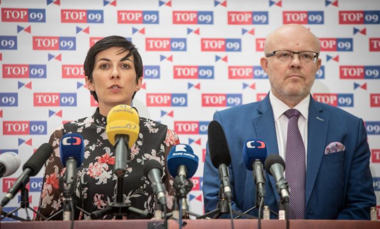 Odmítáme vládní distanc od střetu zájmů premiéra i situace na Karvinsku