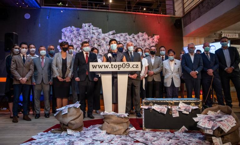 Nenechte se uplatit! TOP 09 zahájila horkou fázi kampaně