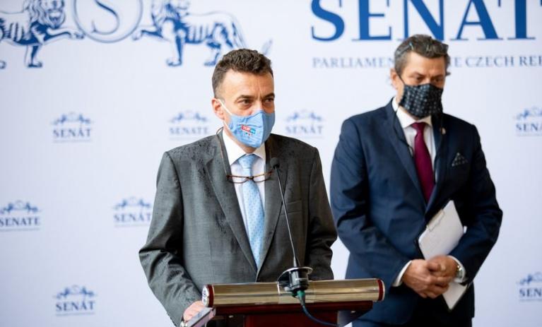 Senátorský klub ODS a TOP 09: Očkování proti covid-19 musí zůstat dobrovolné