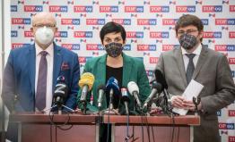 Česko otloukánek Evropy. Vláda musí vysvětlit, proč nedrží sliby a neočkuje 100 tisíc lidí denně