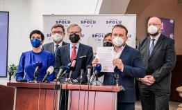 Rozhodnutí o dostavbě Dukovan nebylo odloženo, ministr musí vysvětlit zásadní otázky a svolat výbor