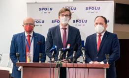 AntiCovid tým: Chceme od ministra zdravotnictví slyšet, jak bude přes prázdniny využívat pandemický stav
